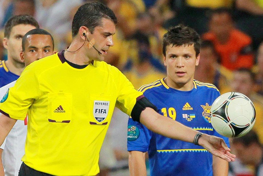 После незасчитанного гола Украины фанат обещал взорвать стадион. Но гол надо было отменять