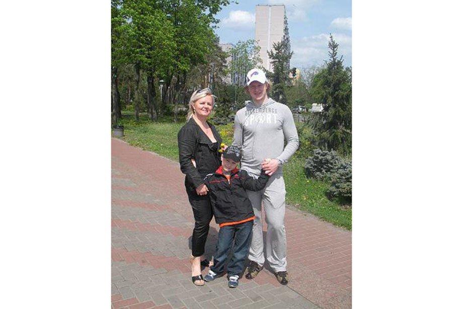 «Есть версия, что их убрали». Разговор с родителями Даниила Собченко