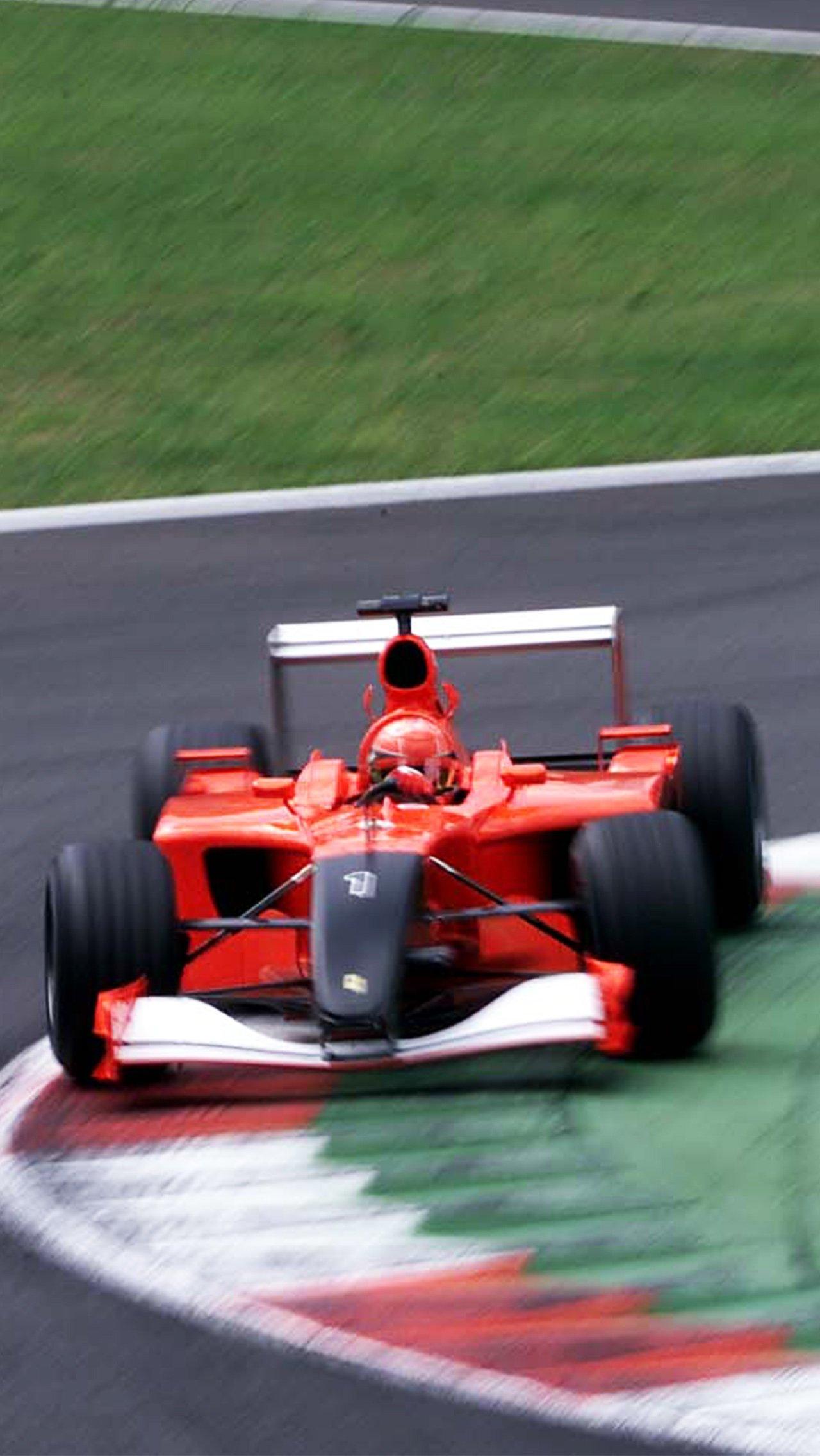 После терактов 11 сентября «Феррари» убрала на Гран-при Италии все спонсорские логотипы и раскрасила нос в чёрный цвет.