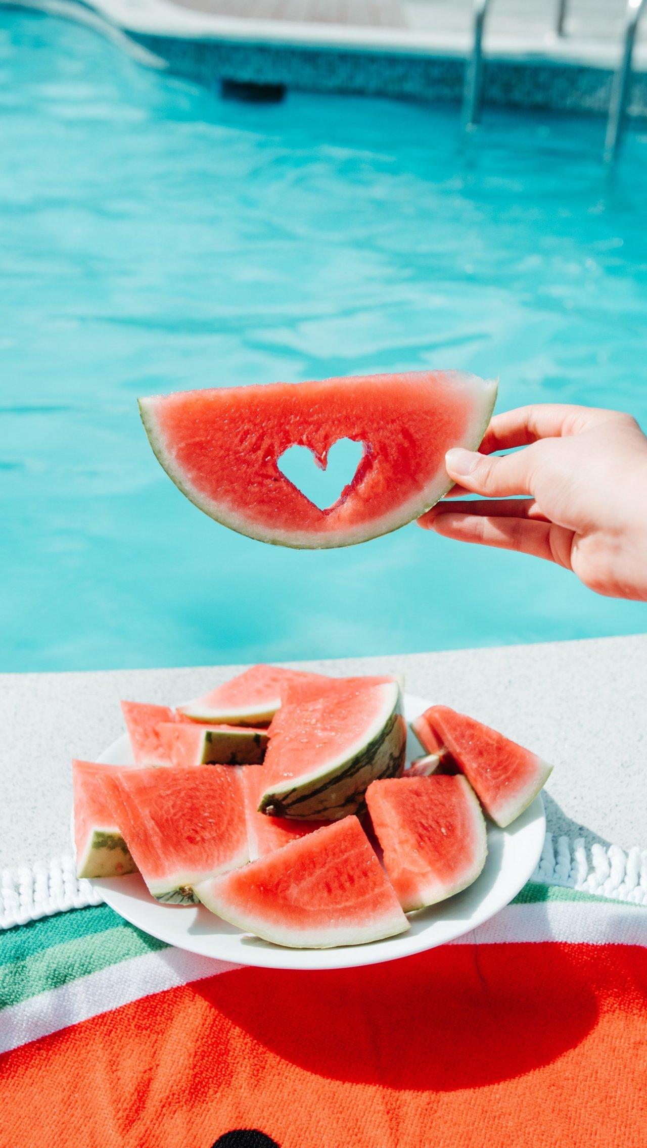Сколько калорий в сезонных летних фруктах и овощах?