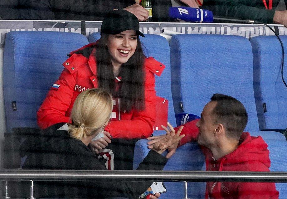 Как Алина Загитова связана с хоккеем: отец — хоккеист, номер с клюшками, горячая поддержка сборной России