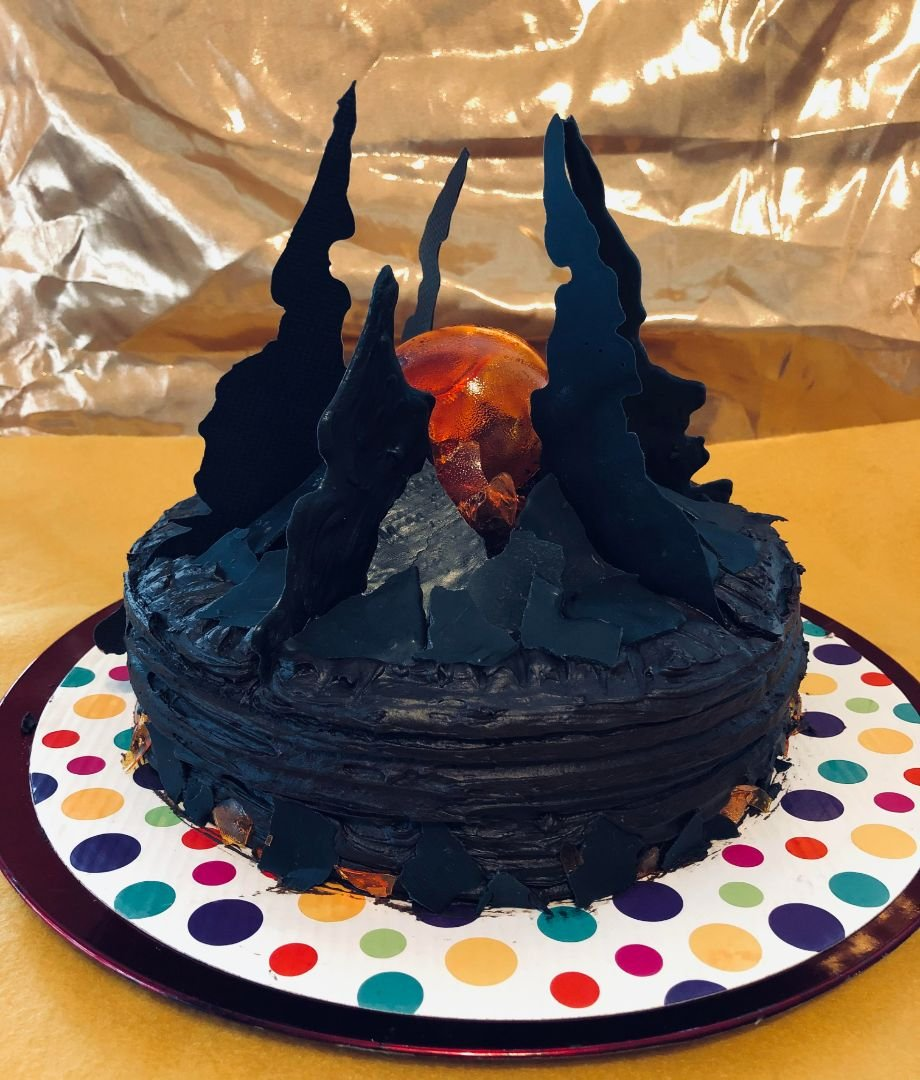 Невеста приготовила торт на день рождения жениха в стиле здания из Dota 2