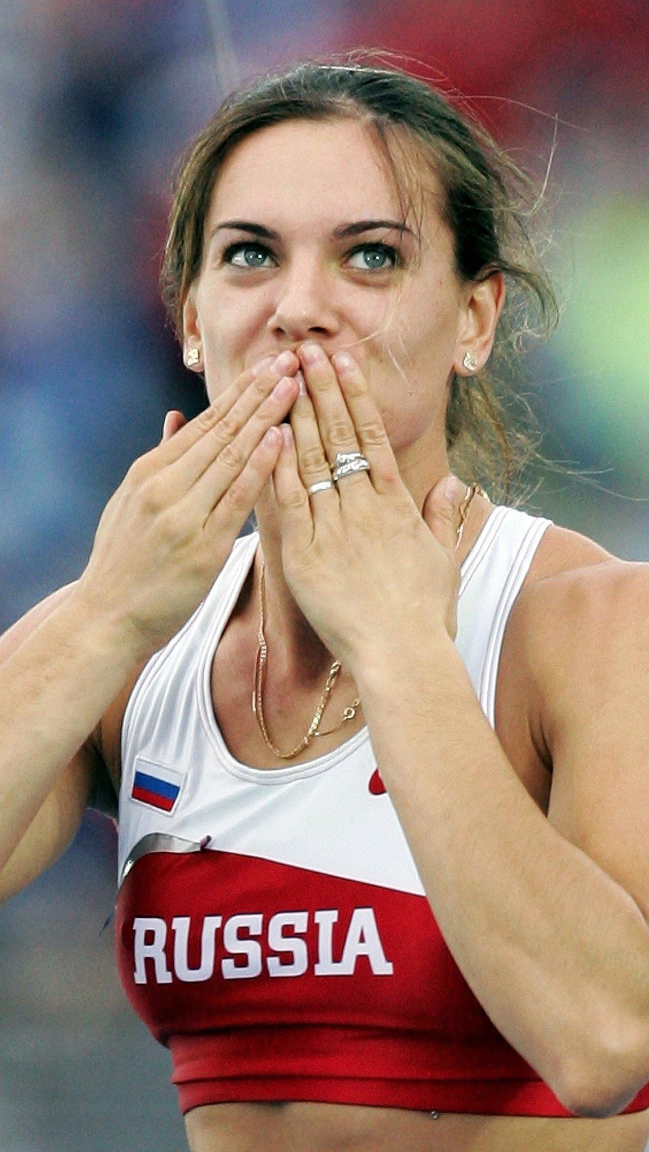 Последнюю значимую победу Исинбаева одержала на чемпионате мира в Москве в 2013 году. После этого она приостановила спортивную карьеру, а в 2016-м – завершила её.