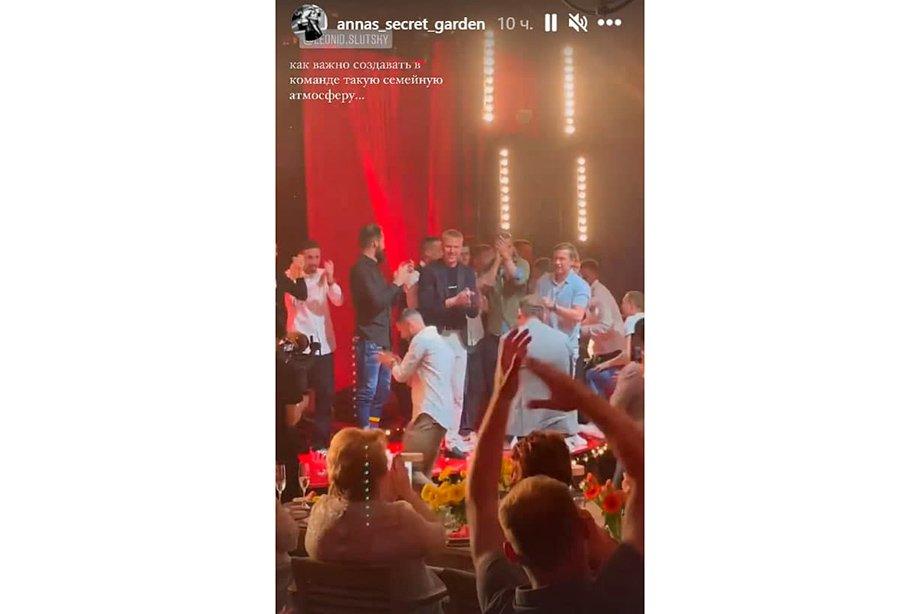 Слуцкий мощно отметил юбилей. Плясал с Дзюбой и Дзагоевым под «Руки Вверх!», пел «КиШ»