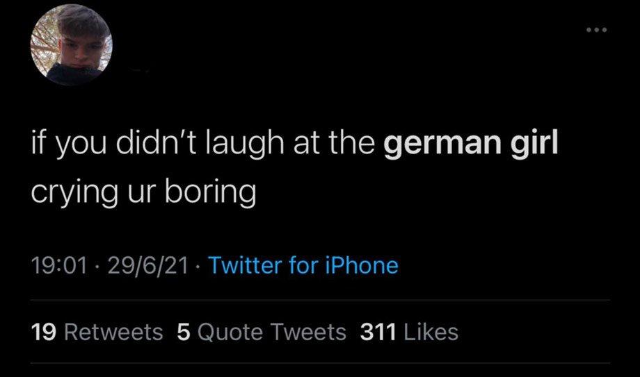 «Мерзкие оскорбления». Английские фанаты затравили плачущую немецкую девочку