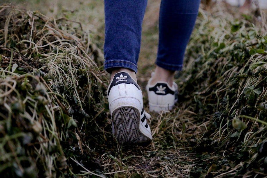 Вред пеших прогулок, чем прогулки пешком могут быть опасны для здоровья, как избежать проблем