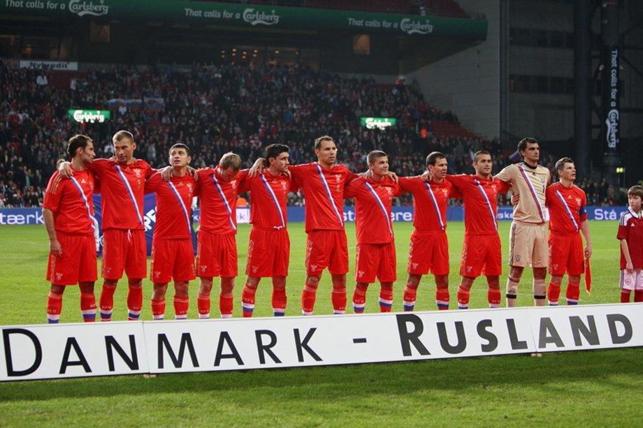 «Они бегали как бродячие куры». Лидеры сборной России наказали датчан за ошибки