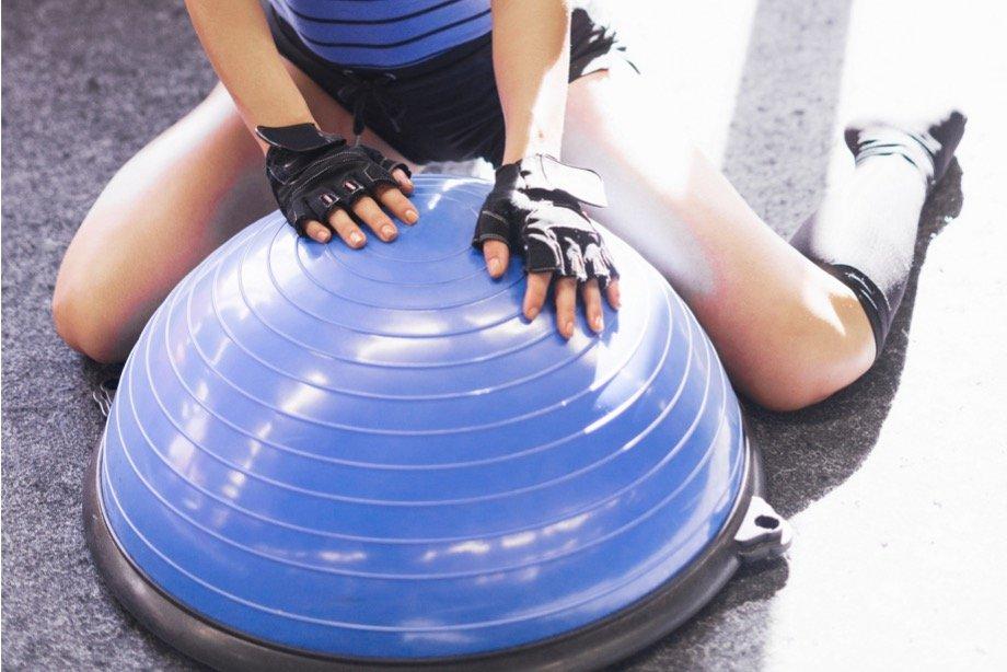 Как тренировать мышцы кора? Упражнения с TRX для мышц кора, комплекс тренировок с петлями TRX для женщин и мужчин