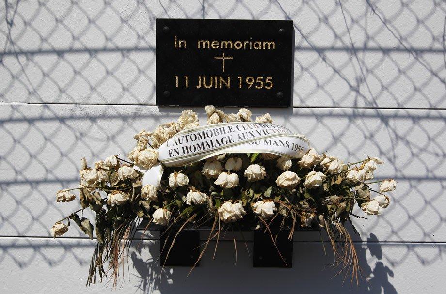 Страшная авария в Ле-Мане: 84 погибших. После неё Ф-1 и все гонки требовали запретить