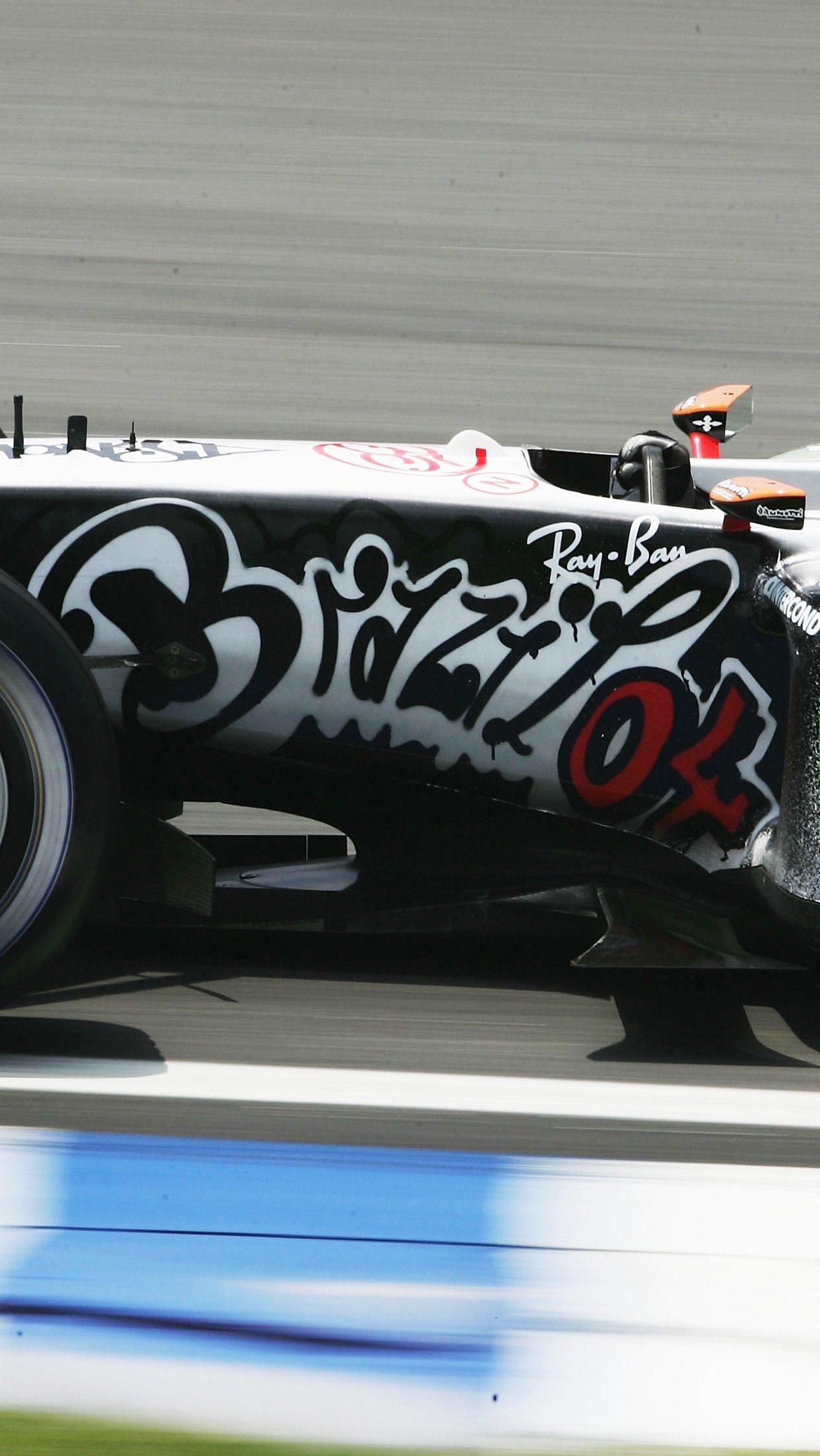 В том же году Дэвидсон провёл ещё одну тренировку с необычной ливреей — на сей раз, граффити.