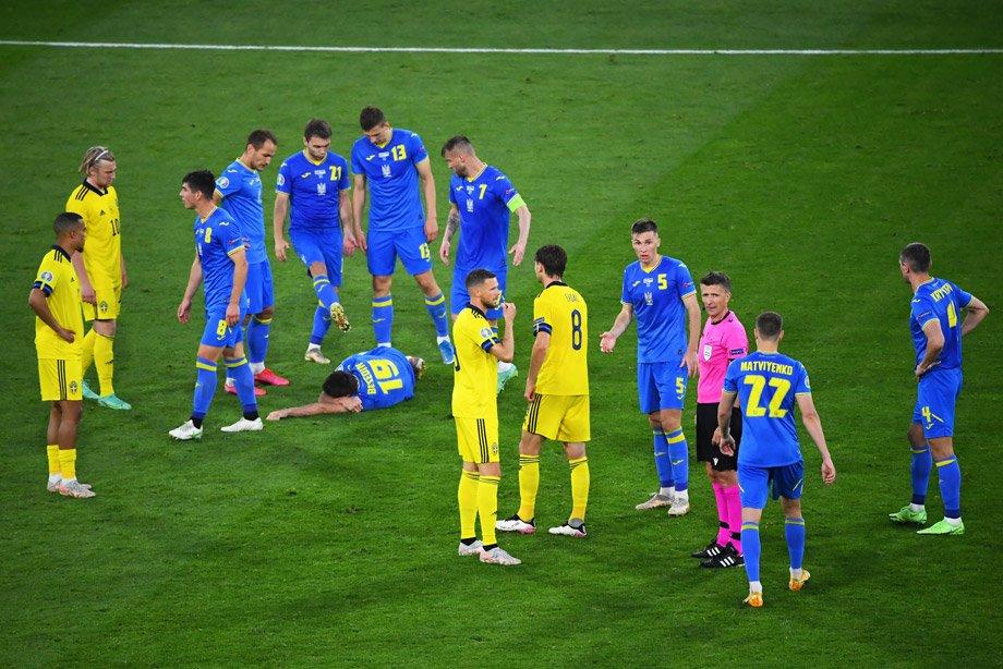 Судьи втащили Украину в четвертьфинал Евро? К удалению шведа есть вопросы