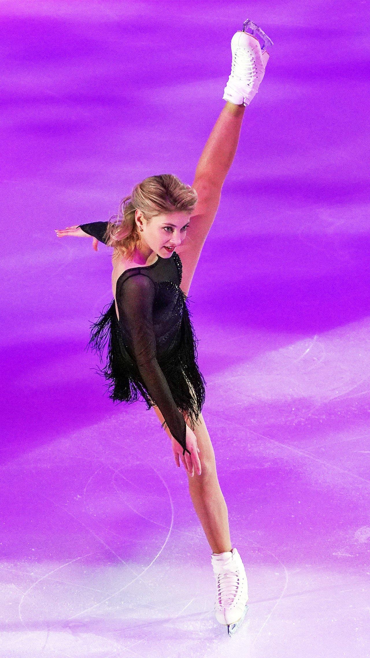 Действующая чемпионка Европы Алёна Косторная вошла только в резервный состав сборной России. Она смогла выполнить только один критерий — выиграла серебро московского Гран-при.