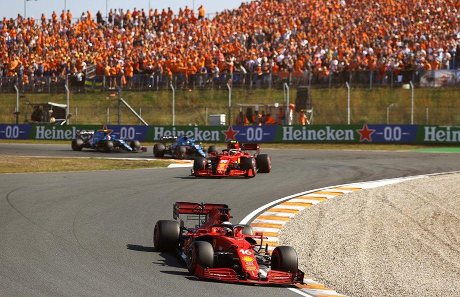 Пилоты «Феррари» и «Альпин» на Гран-при Нидерландов