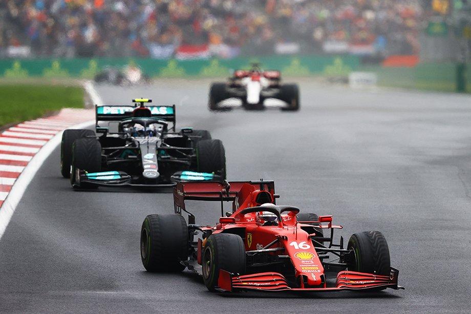 «Ред Булл» проиграл «Мерседесу» в гонке Формулы-1 в Турции: Льюису помог мотор или ошибка инженеров