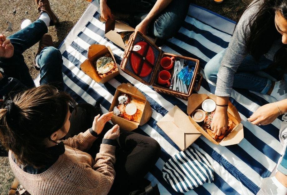 Пикник с друзьями — идеальное времяпровождение