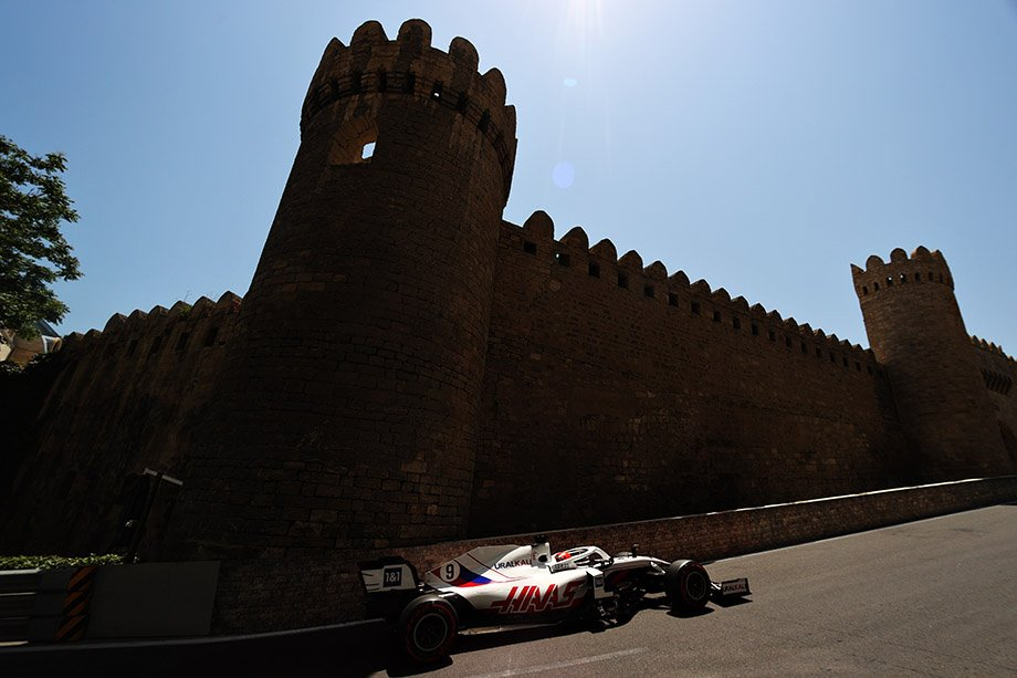 Итоги Гран-при Азербайджана: победа Переса при сходе Ферстаппена и проблемах Хэмилтона