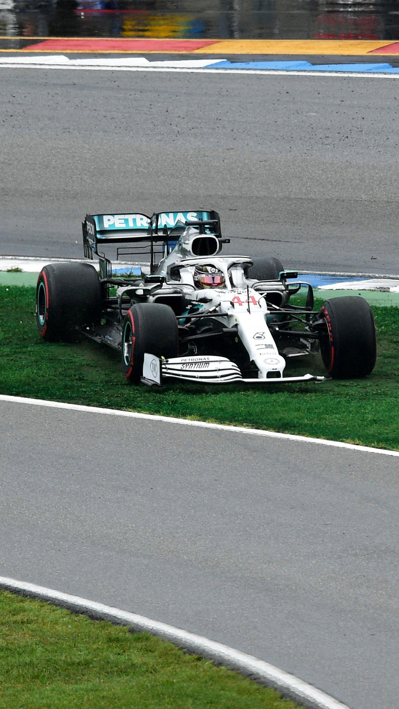 В честь 200-го этапа в Ф-1 «Мерседес» облачился в белую ливрею. Гран-при Германии — 2019 кончился провалом: Боттас разбил машину, Хэмилтон еле-еле стал девятым.