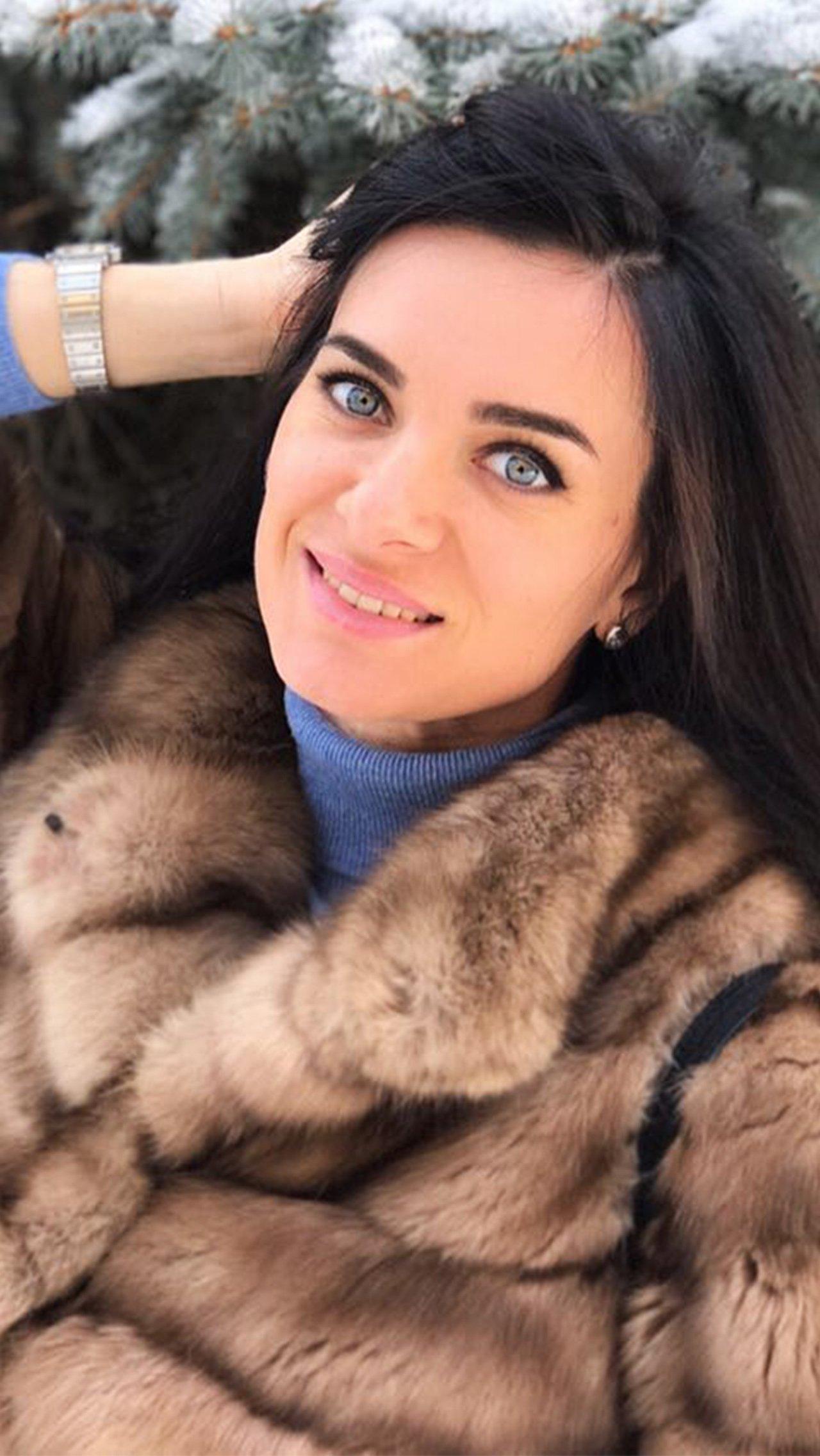 Впрочем, в последнее время Исинбаева попадает в новости, не связанные со спортом. Например, в феврале 2020 года Елена была включена в рабочую группу по поправкам в Конституцию РФ.