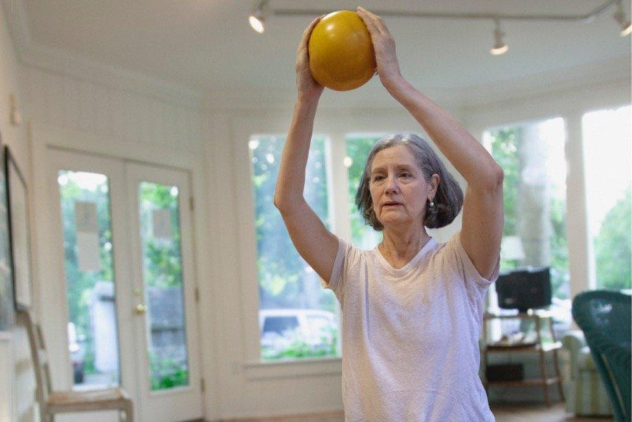 Какие упражнения нельзя делать пожилым людям и почему: советы тренера