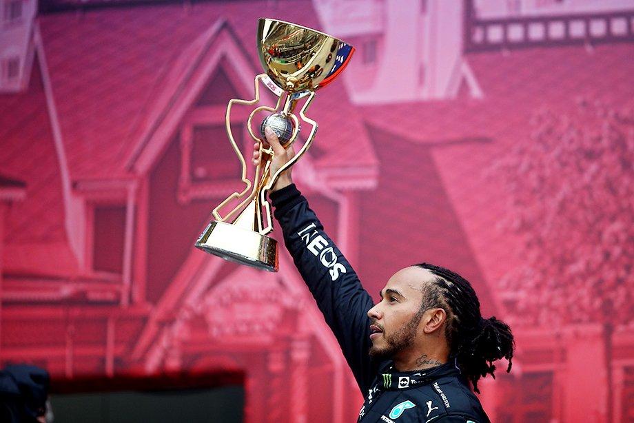 Хэмилтон на подиуме Гран-при России-2021