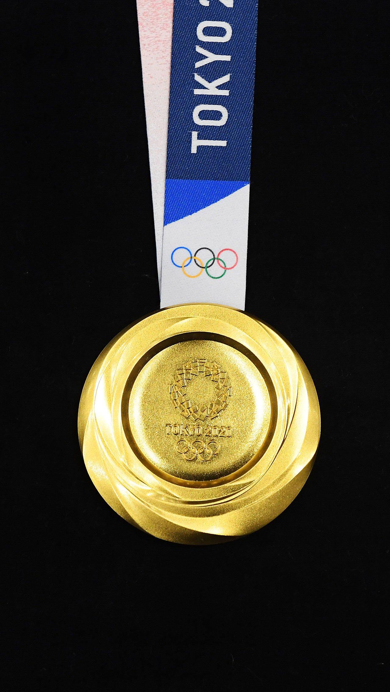 За месяц до старта Игр в Токио стало известно, какие призовые российские спортсмены получат за медали Олимпиады-2020. Де-факто, награда получается вдвое меньше, чем в 2012 году.