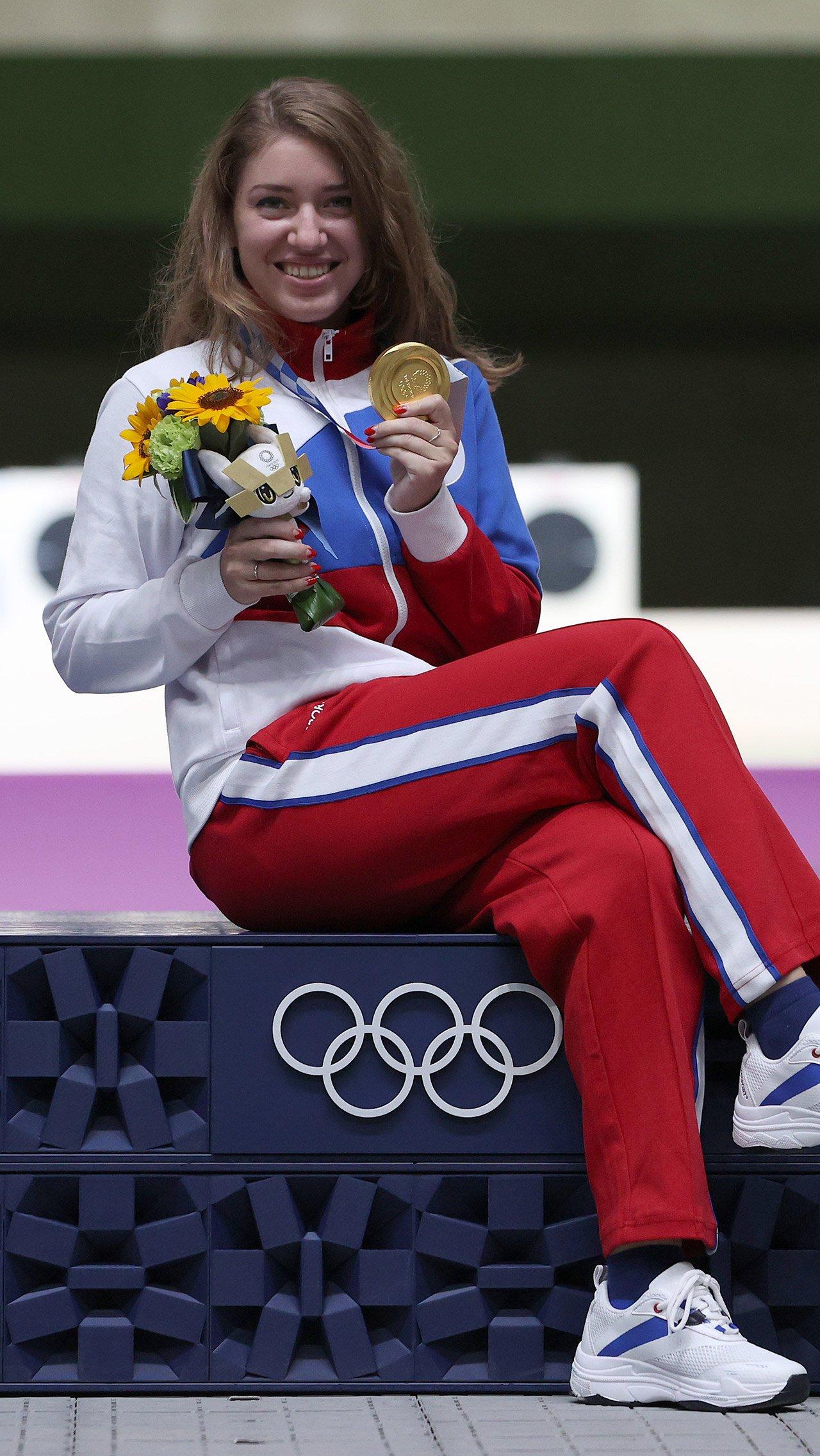 Больше всех за неделю Олимпиады заработала стрелок Виталина Бацарашкина — 18 млн рублей. 10,5 млн – от государства, а 7,5 млн девушке выплатит Минспорта Омской области.