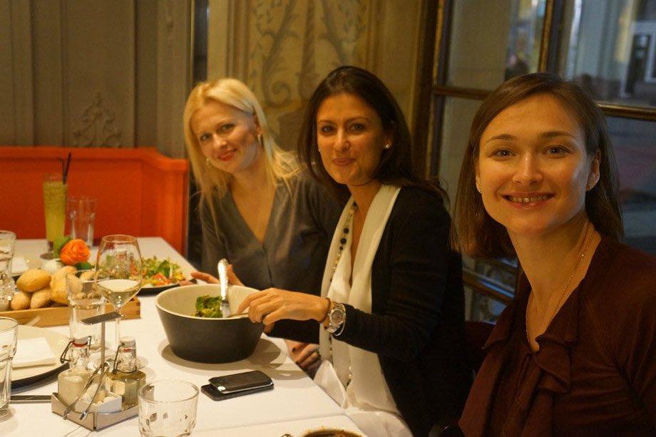 Марина Грановская с одноклассницами.