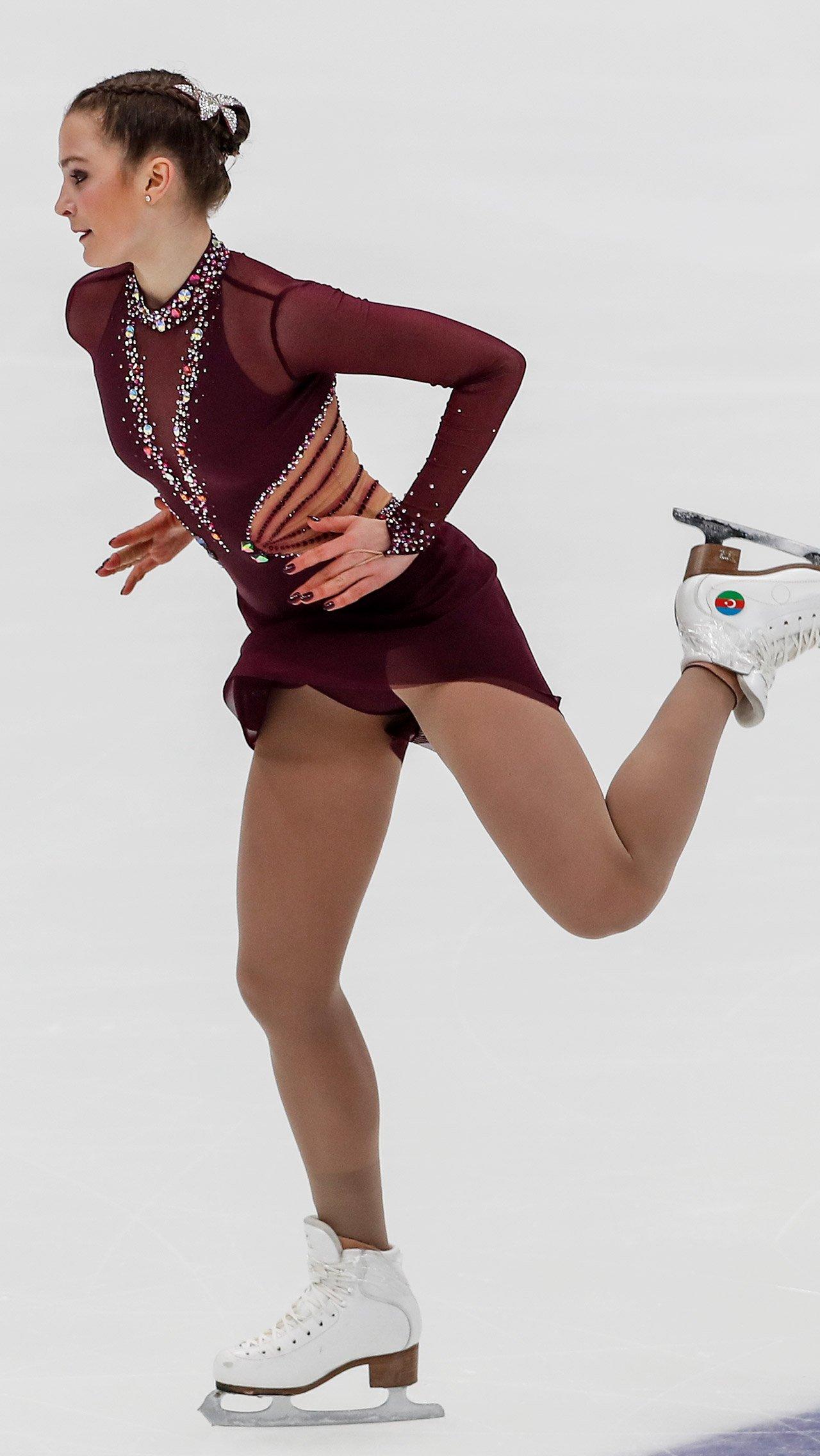 В минувшем сезоне из академии Плющенко ушла и представительница Азербайджана Екатерина Рябова. Девушку не устроили изменившиеся условия для тренировок.