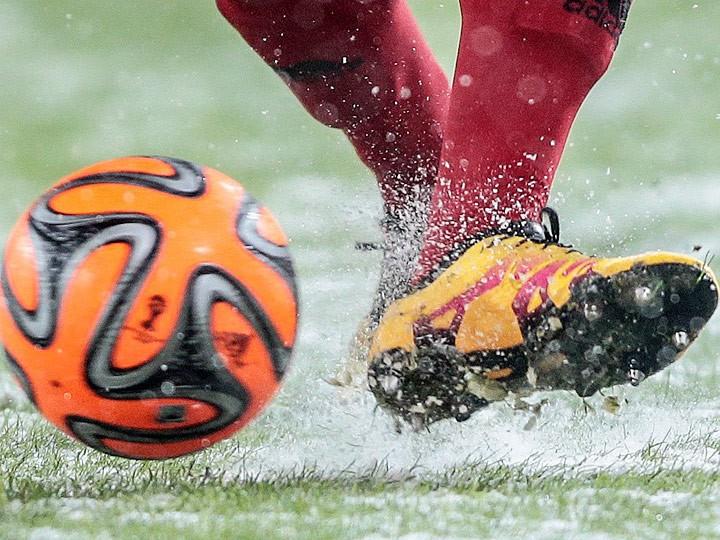Почему ежегодно наши стадионы утопают в снегу