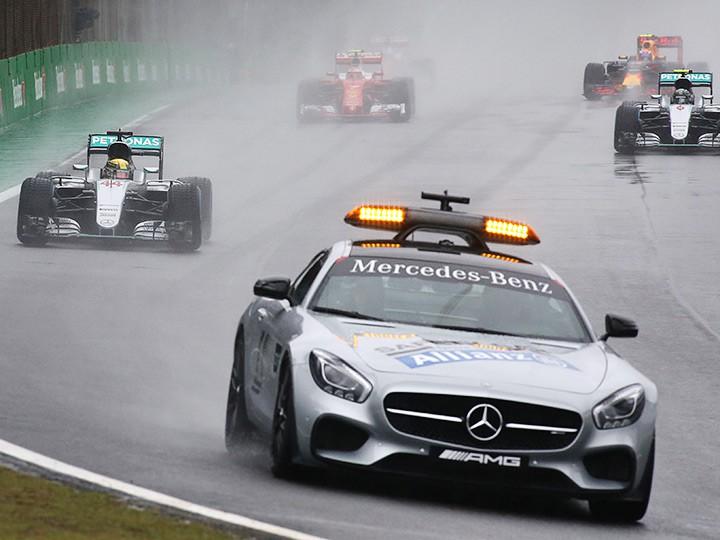Гран-при Бразилии Формулы-1: вместо рестарта судьи вывесили красный флаг