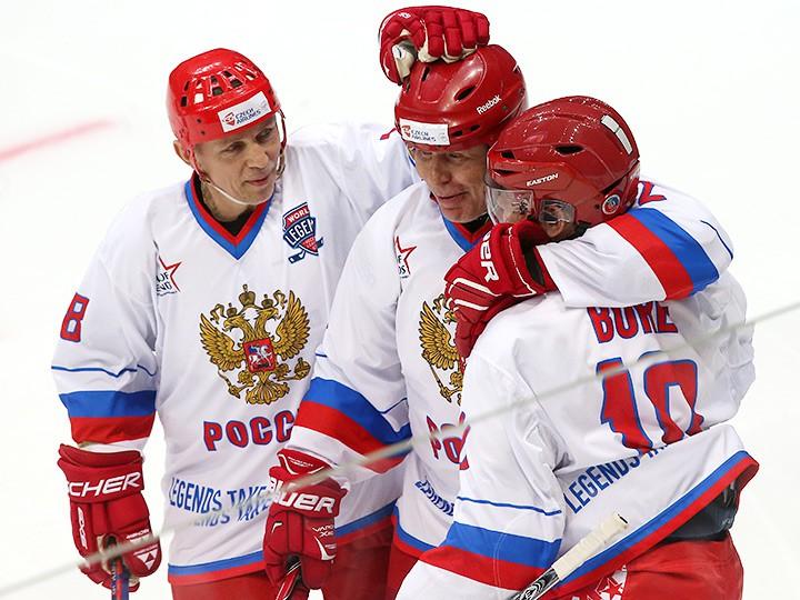Легенды хоккея на открытом катке в Москве. От Фетисова до Буре