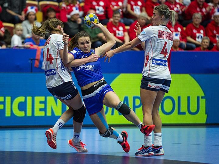 Женская сборная РФ погандболу уступила команде Норвегии наЧЕ