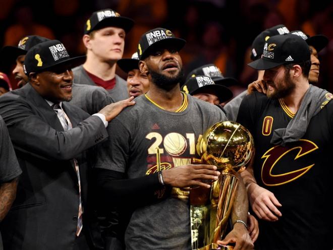 Леброн Джеймс завоевал третий в карьере титул чемпиона НБА