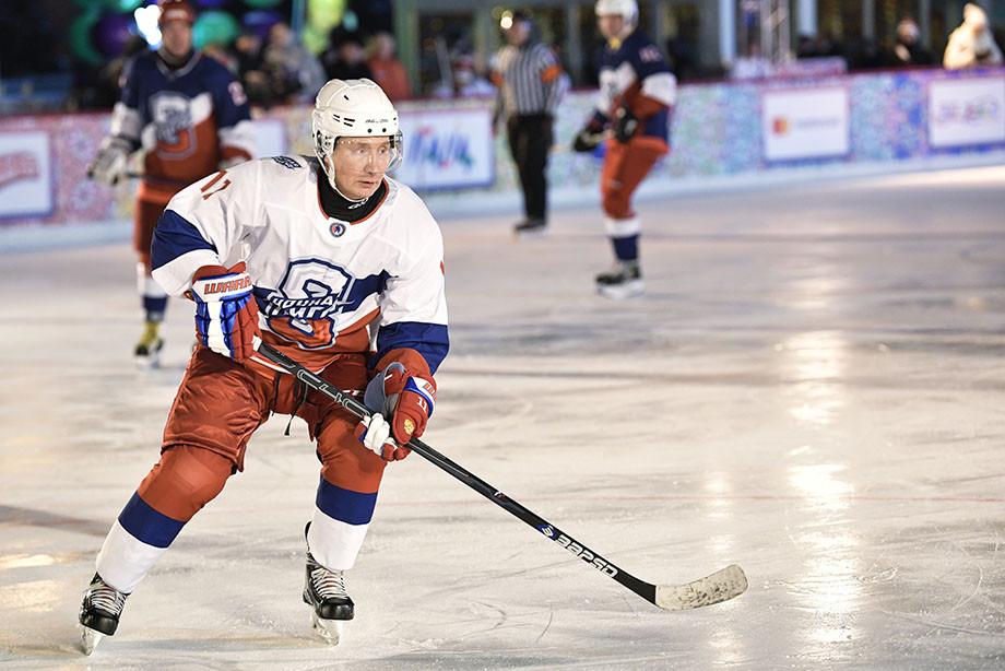 Фото РИА Новости Путин в будущем возможно перейду в профессиональную хоккейную лигу