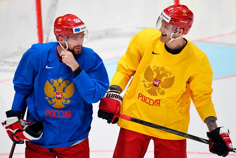 В сборной России осталось одно место в заявке. Как наши готовятся к Австрии
