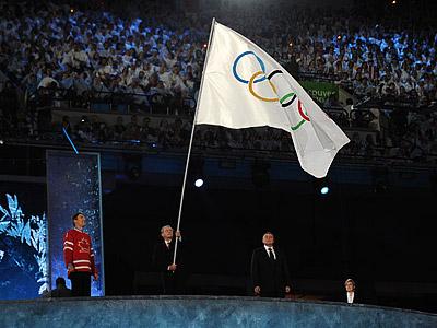 Кому Сочи передаст олимпийский флаг?