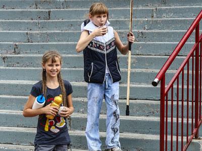 В детском лагере профсоюза КХЛ побывали и девочки-хоккеистки