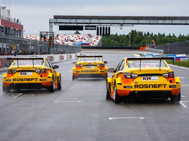 «Лада» выиграла квалификацию и командную гонку WTCC в России