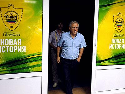 """""""Анжи"""" осложняет жизнь остальным российским клубам"""