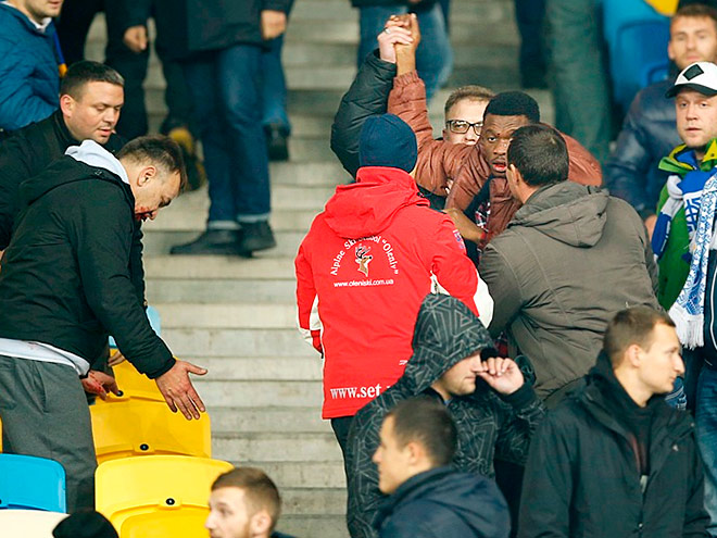 Фанаты киевского «Динамо» избили темнокожих