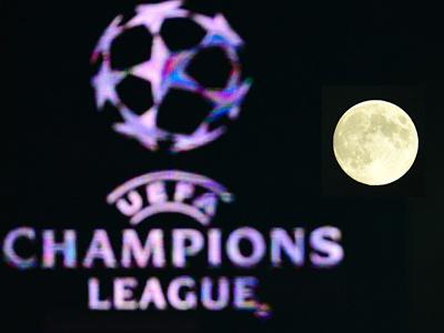 Пришельцы обыгрывают в футбол простых землян