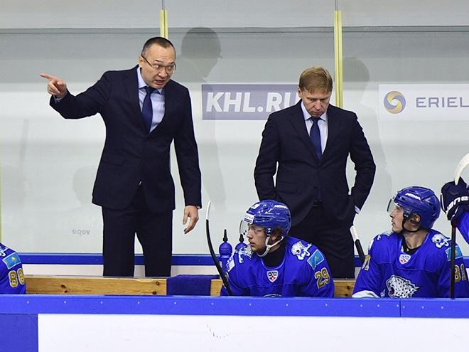 Ерлан Сагымбаев (слева)