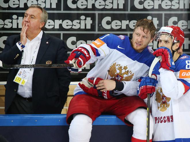 Сборная России по хоккею прилетела в Москву