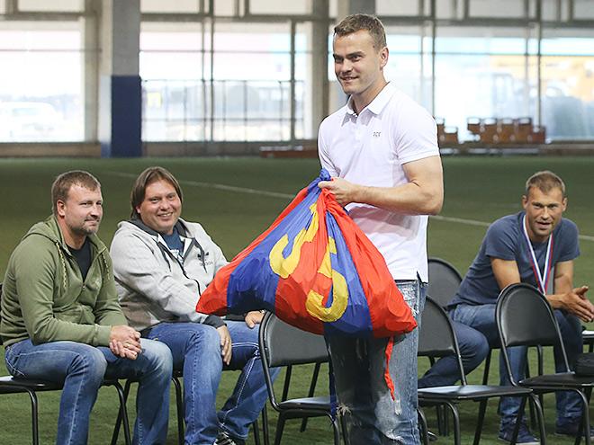 Болельщики ЦСКА встретились с командой