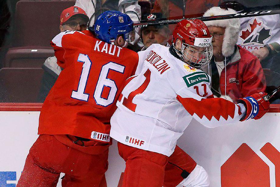 Чехи напали на русскую звёздочку. На рукопожатии почти дошло до мордобоя