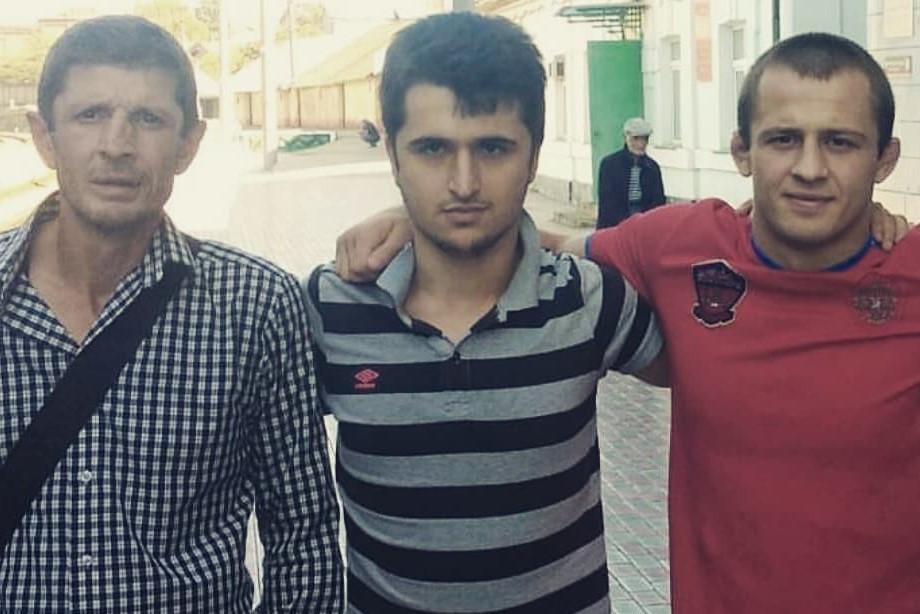 «Как можно забить человека до смерти?». Хабиб поддержал бойца, потерявшего отца