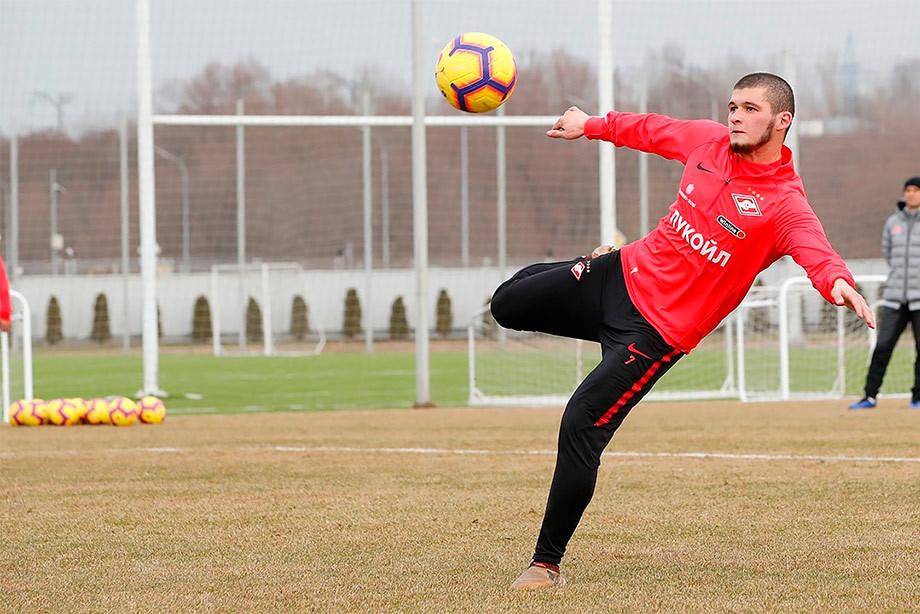 Гулиев будет добираться на тренировки «Спартака» своим ходом. Его лишили прав