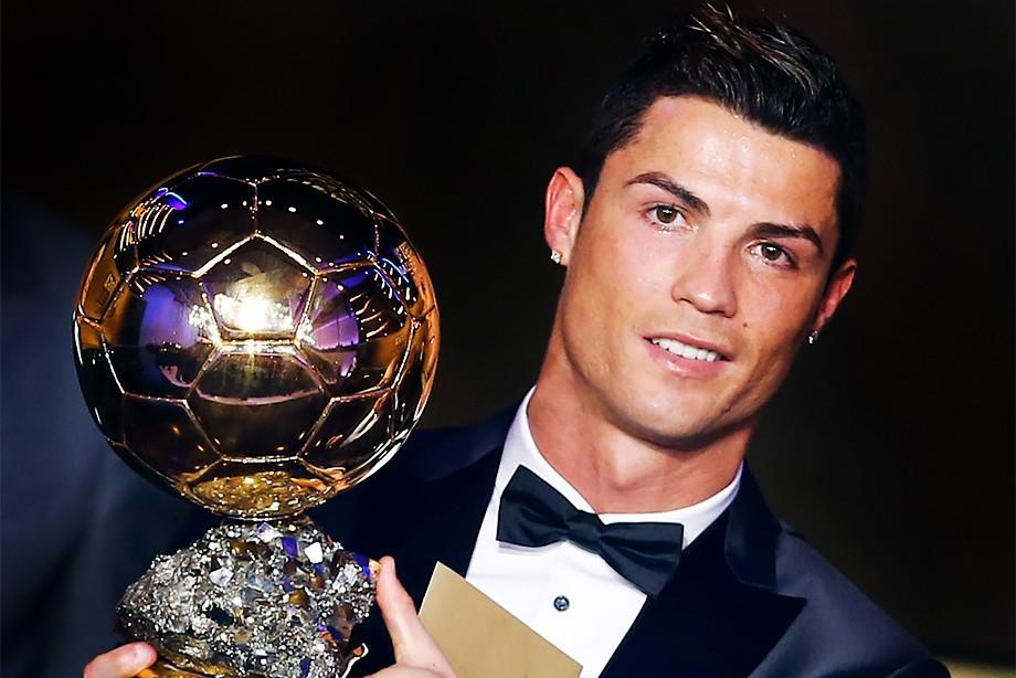 Известный футболист Криштиану Роналду уже пятый раз получил награду в виде «Золотого мяча»
