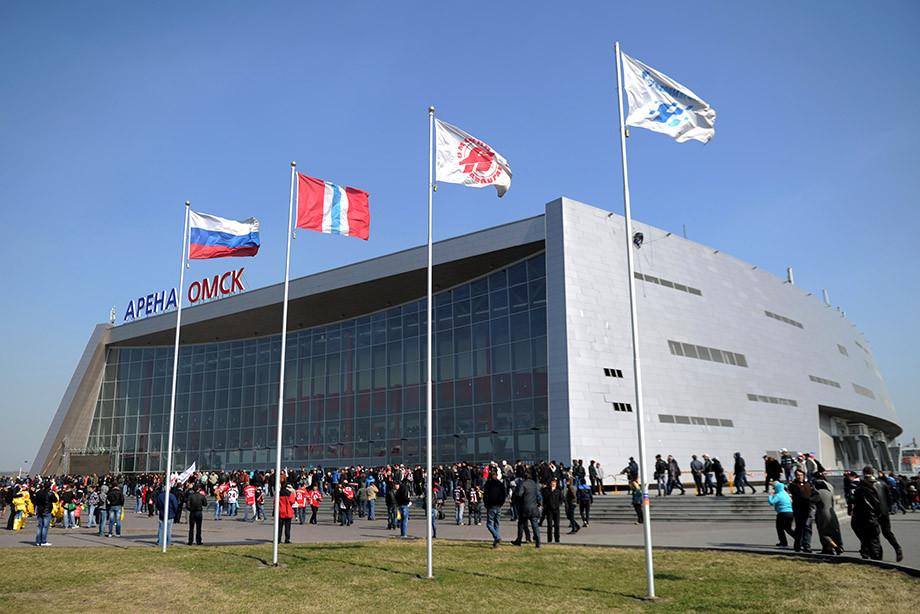 «Арена-Омск» дала трещину. Похоже, всё очень серьёзно