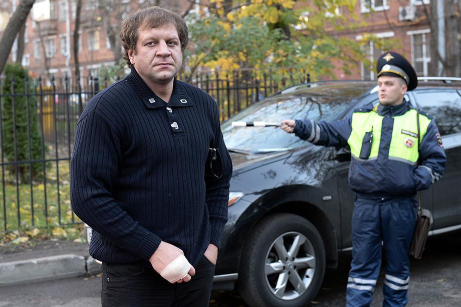 Александр Емельяненко задержан полицией за вождение в нетрезвом виде. Видео